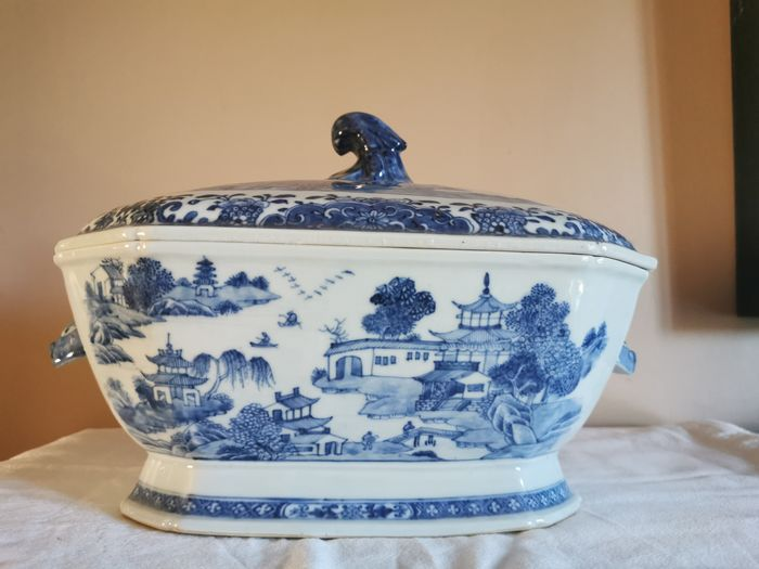 Tureen - Blue and white - Porcelain - Temple - China - 18th century