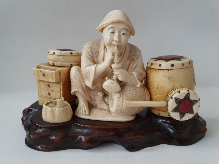 """Okimono - Ivory - """" Entertainer """" - Japan - ca 1880-90 Meiji period"""