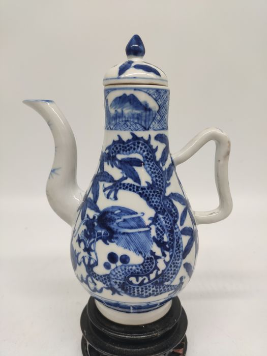 Spout / Water spout - Blue and white - Porcelain - Dragon - China - 19th century
