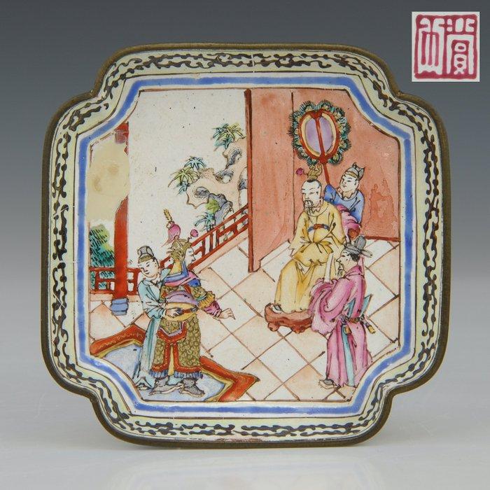 Dish - marked (1) - Famille rose - Canton enamel - Court scene - China - Qianlong (1736-1795) - Catawiki
