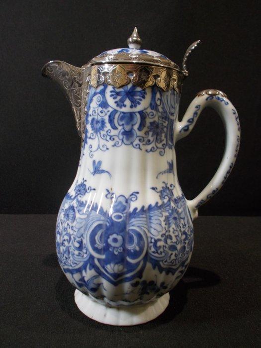 Coffee pot - Blue and white - Porcelain - China - Kangxi (1662-1722) - Catawiki