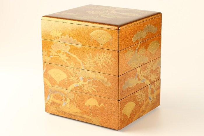 Jubako (1) - Gold, Lacquer, Wood - Very fine maki-e auspiciuos design on excellent nashiji - Japan - 19th century - Catawiki