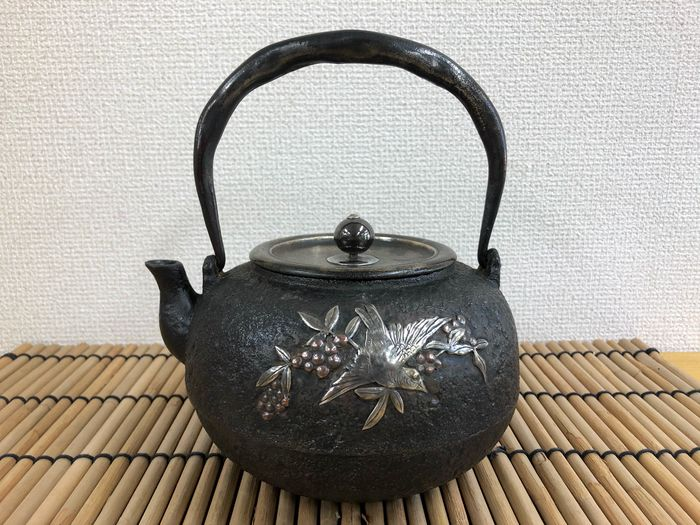 Tetsubin (1) - Iron and bronze covers - An iron pot with auspicious meaning - Japan - Taishō period (1912-1926) - Catawiki