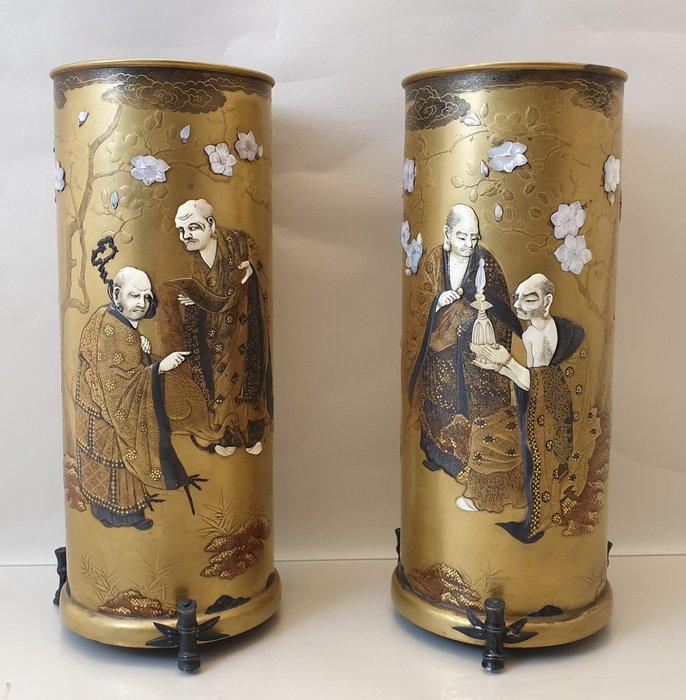 Vases (2) - Lacquer - Japan - Meiji period (1868-1912) - Catawiki