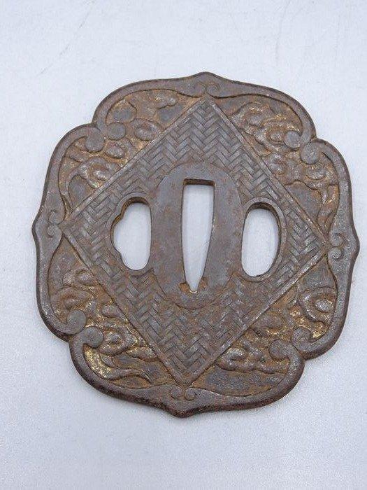 Large tsuba - Cast iron - Japan - Meiji period (1868-1912)