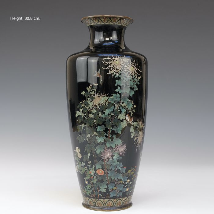 Large vase - very fine décor (1) - Bronze, Cloisonne enamel - flowers and birds - signed with a flower mark - Japan - Meiji period (1868-1912) - Catawiki
