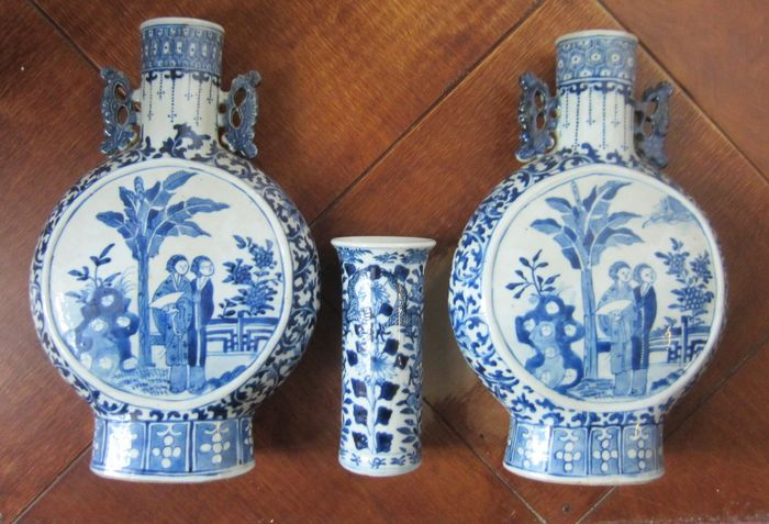 Large moon vases and smaller one (3) - Porcelain - Long Eliza - China - 19th century