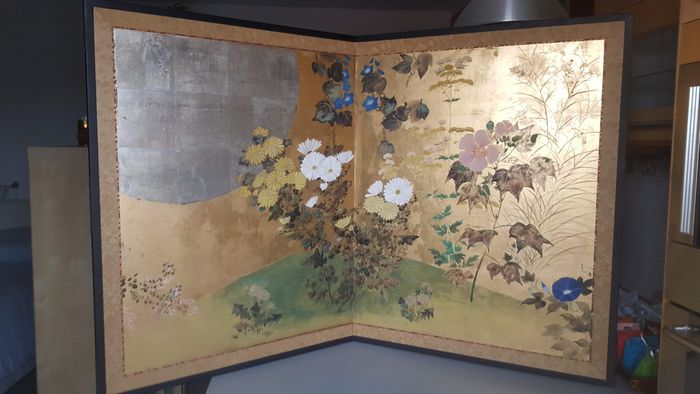 Folding screen (1) - Decoration on gold leaf - Maple - spring, floral, moon - Moon and Flowers - Japan - ca. 1920 early Showa period - Catawiki
