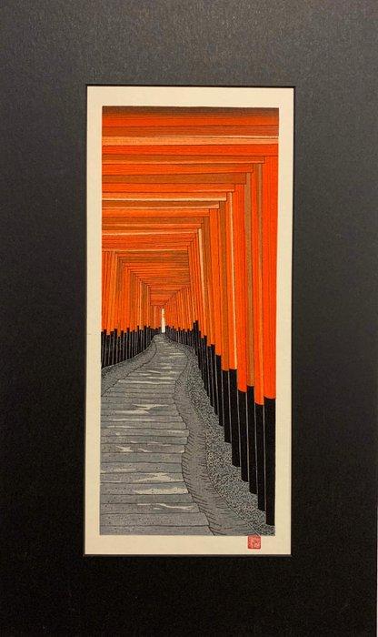 Original woodblock print, Published by Unsodo - Teruhide Kato (1936-2015) - The 1,000 Torii at Kyoto's Fushima Inari Shrine - Japan - Heisei period (1989-2019)