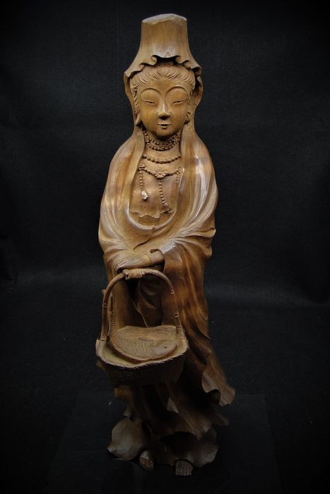 """Statue - Wood - A carved wood statue """"Guanyin with Fish Basket"""" - Japan - Meiji period (1868-1912)"""