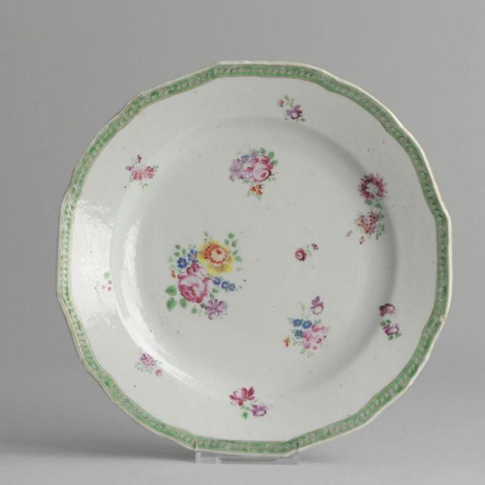 Plate - Porcelain - Antique Antique Qianlong Lobbed Chinese Famille Rose Porcelain - China - 18th century - Catawiki