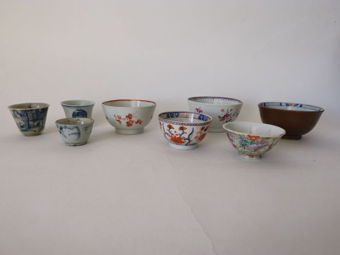 Tea cups, Wine cup - Porcelain - A collection of cups and bowls Ming dynasty and later - China - 17th to mid 20th C.