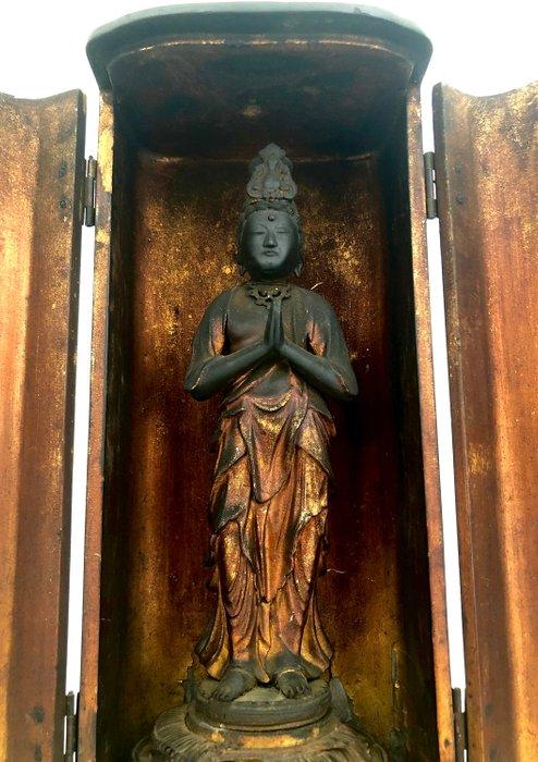 Wonderful Buddhist Butsudan - Gilt wooden altar with Kannon Bosatsu 観 音 / Guānyin 観 音 - Goddess of Mercy & Compassion - Japan - Edo period, ca. 1800