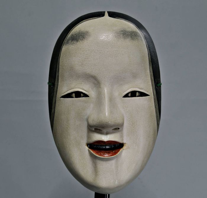 Noh mask (1) - Lacquer, Wood - Very fine Waka-onna mask - Japan - First half 20th century