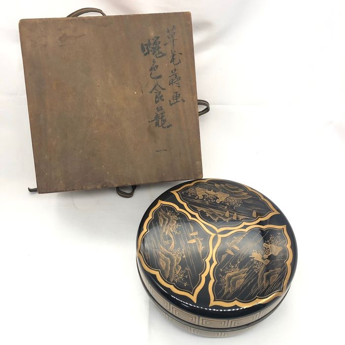 Lacquered box - Lacquered wood - With wooden box - Japan - Meiji period (1868-1912)