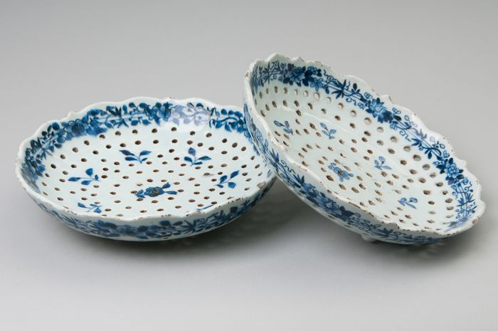 Fruit stainers (2) - Blue and white - Porcelain - Qianlong (1736-1795)
