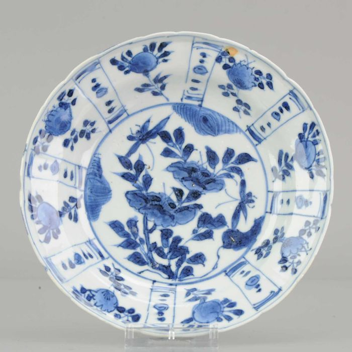Plate - Blue and white - Porcelain - Antique Chinese Wanli Small Kraak Plate 1600 Porcelain Ming Flowers & Butterflies - China - 17th century