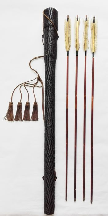 Japanese archery「Kyuudo(弓道) famliy crest mark - 4 Arrows with the quiver with gold Lacquered ,inlay - Mix material - Japan - Meiji period (1868-1912)