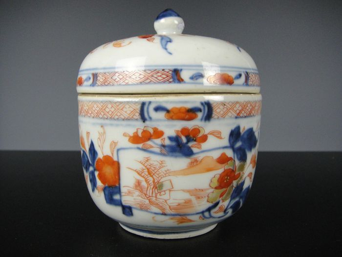 Covered jar - Porcelain - China - 18th century