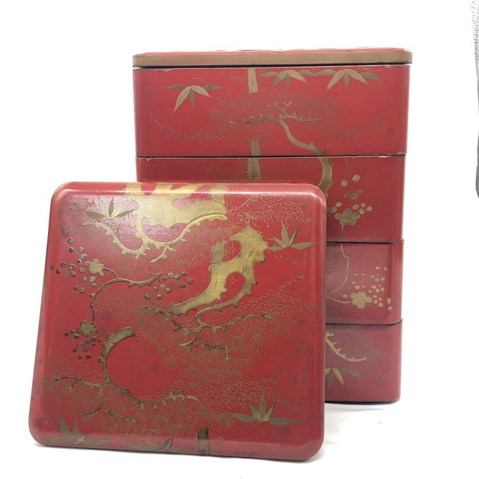 Lacquered box - Lacquered wood - Sakura illustration - Japan - Meiji period (1868-1912)