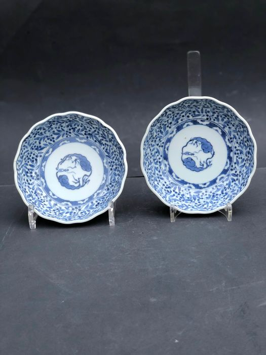 Plates (2) - Arita, Blue and white - Porcelain - Dragon - beautiful lobbed dragon plates - Japan - Late Edo period