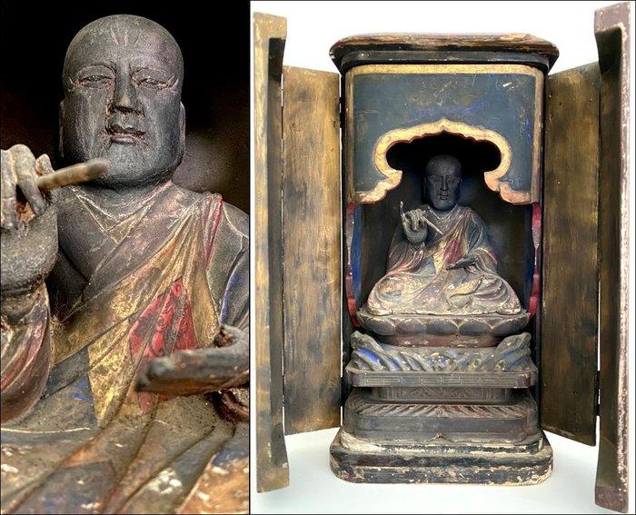 Large wonderful signed Butsudan or home altar - 37,8 cm high! - Wooden Buddhist Shrine - Japan - Edo Period (1600-1868)