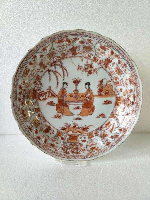 Dish - Iron red - Porcelain - Woman - China - Kangxi (1662-1722)