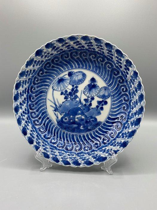 Plate, Kangxi period 1661-1722 Lozenge Mark - Porcelain - China - 17th century