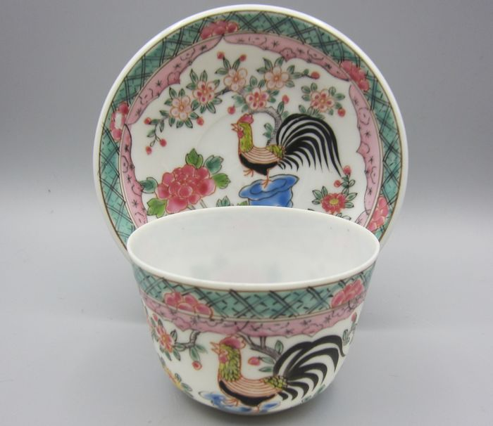 Eggshell cup and saucer with rooster decoration - Porcelain - Rooster - With mark 'Yoshi zo' 吉造 (Yoshiyama) - Japan - 19th century