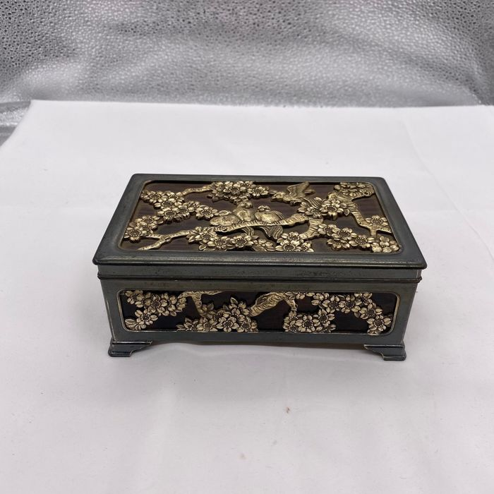 Jewelry cases - Gilt metal, Wood - Delicate flying bird on the cherry tree - Japan - Taishō period (1912-1926)