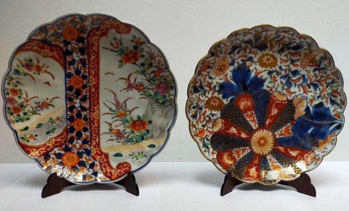 Imari decorative plates raised with gold (2) - Imari - Porcelain - Floral - Japan - Meiji period (1868-1912)