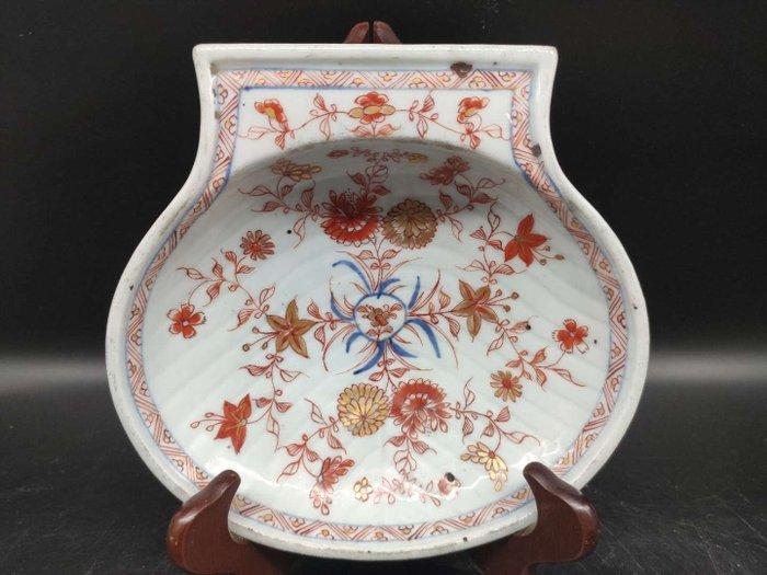 shell cut - Blue and white, Imari, Iron red - Porcelain - Flowers - China - Kangxi (1662-1722)