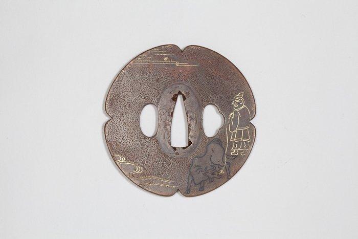 Tsuba (1) - Copper - Samurai - Copper tsuba (鍔) with the figure of Lord Sugawara no Michizane (菅原道真) - Japan - 19th century