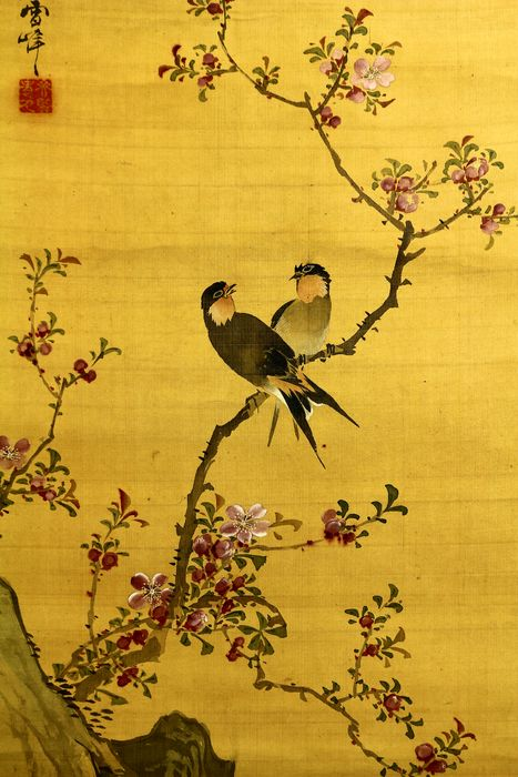 Hanging scroll - Silk - Swallows on peach tree - With signature and seal 'Seppo' 雪峰 - Japan - Meiji period (1868-1912)