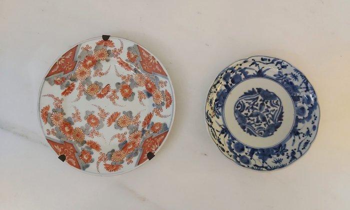 Dishes (2) - Arita, Imari - Porcelain - Flowers - Japan - Edo Period (1600-1868)