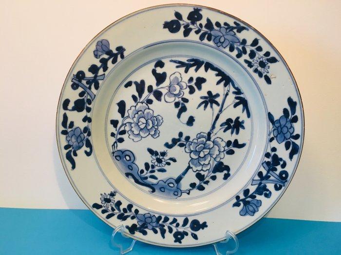 large dish (1) - Floral - Porcelain - China - Kangxi (1662-1722)
