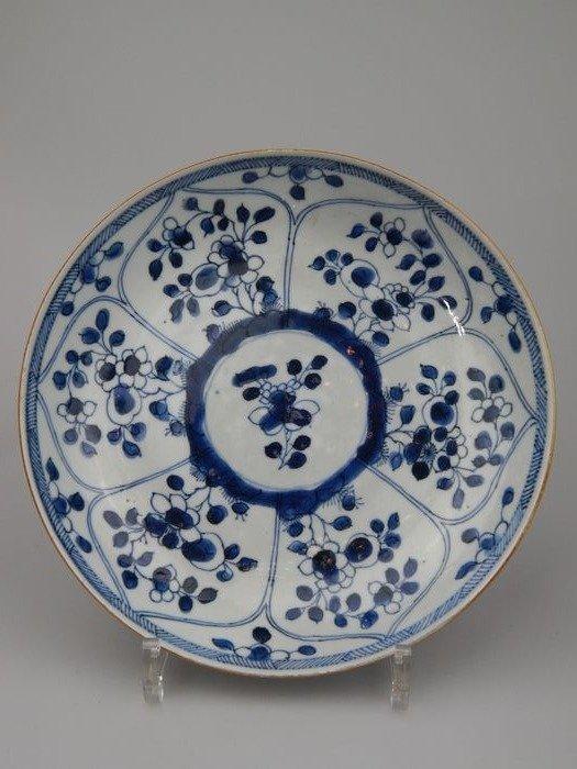 Dish - Porcelain - China - 18th century