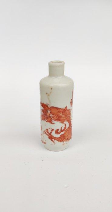 Snuff bottle - Porcelain - Dragon - China - Qing Dynasty (1644-1911)