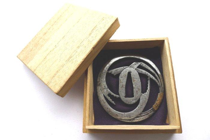 Tsuba - Cast iron - Japan - Edo Period (1600-1868)
