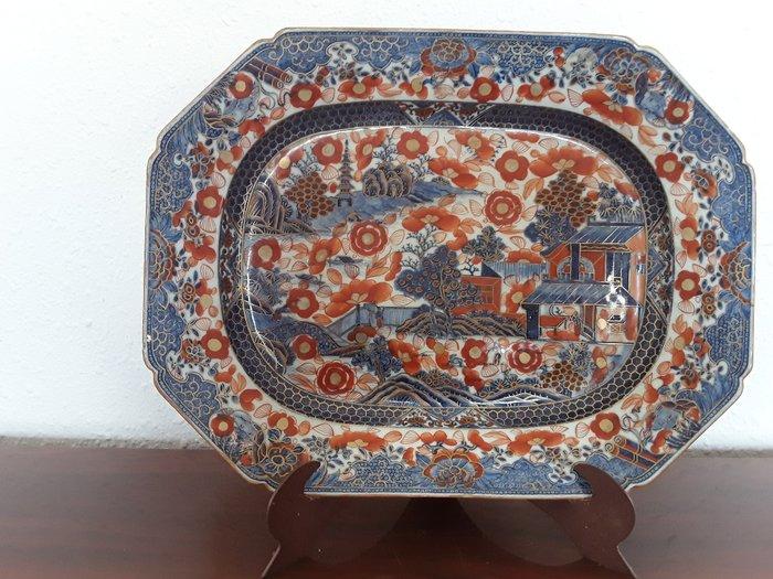 eighth tray (1) - Cobalt blue, Copper red, Floral - Porcelain - pagodas, border center, vegetation - Plato de porcelana china - China - Qianlong (1736-1795)