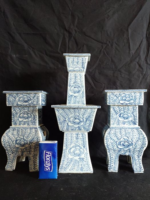 Candlestick (3) - Blue and white - Porcelain - Flowers - China - 19th century
