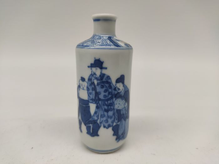 Snuff bottle - Blue and white, Copper red - Porcelain - character - China - 19th century