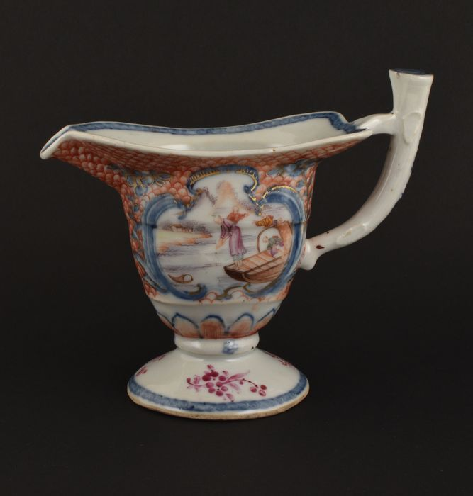 A CHINESE FAMILLE ROSE JUG DECORATED WITH FIGURES - Porcelain - China - Qianlong (1736-1795)