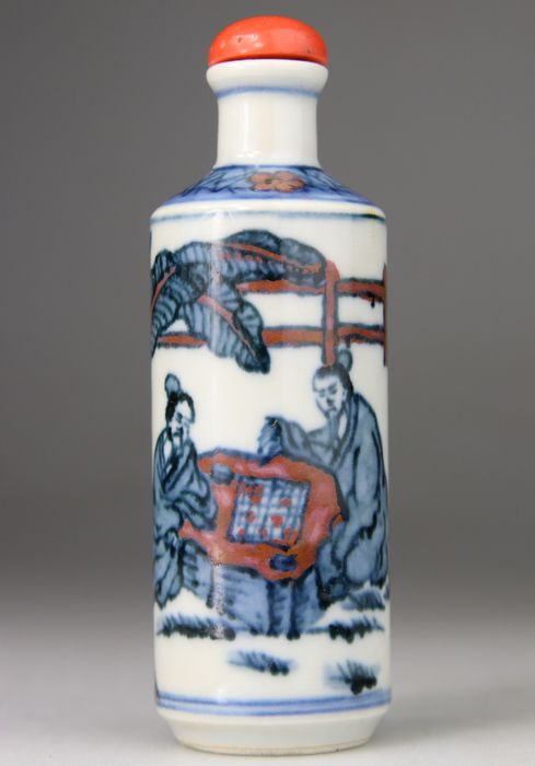 Snuff bottle, Blue White and Red - Glass Cap Imitating Coral - Daoguang Brand - Porcelain - China - Qing Dynasty (1644-1911)