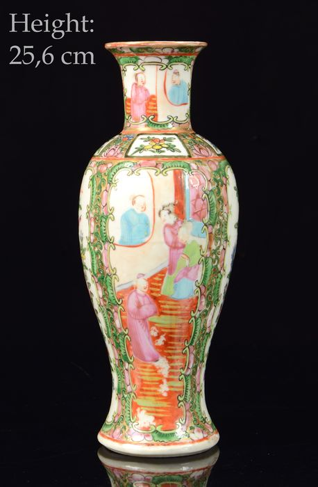 Baluster vase - Canton, Famille rose - Porcelain - Mandarins, flowers - Perfect condition - China - Guangxu (1875-1908)