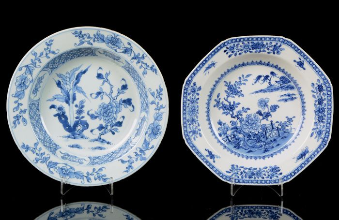 Two Chinese deep (soup) plates (2) - Blue and white - Porcelain - Buddhist symbols - China - Qianlong (1736-1795)