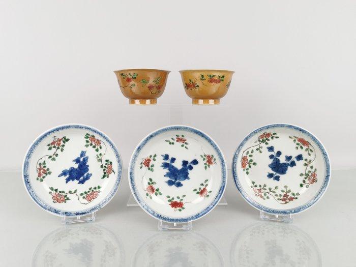 Dish, Tea cup (5) - Famille Verte - café au lait - Porcelain - Floral Famille verte - Porcelain Famille Verte Cups& Saucers Cafe Au Lait Marked - China - Kangxi (1662-1722)