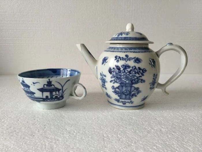 Cup, Teapot - Blue and white - Porcelain - scenery scene; flowers - China - Jiaqing (1796-1820)