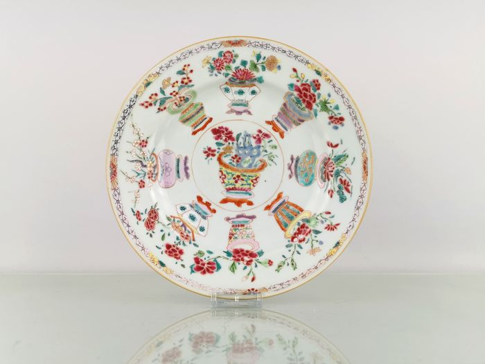 Plate (1) - Famille rose - Porcelain - Vases - Rare and Beautiful Yongzheng vases plate Ø23CM - China - Yongzheng (1723-1735)