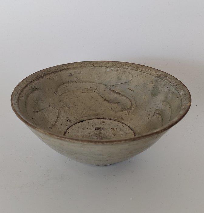 Come on (1) - Celadon - Porcelain - Carved celadon bowl - China - Ming Dynasty (1368-1644)